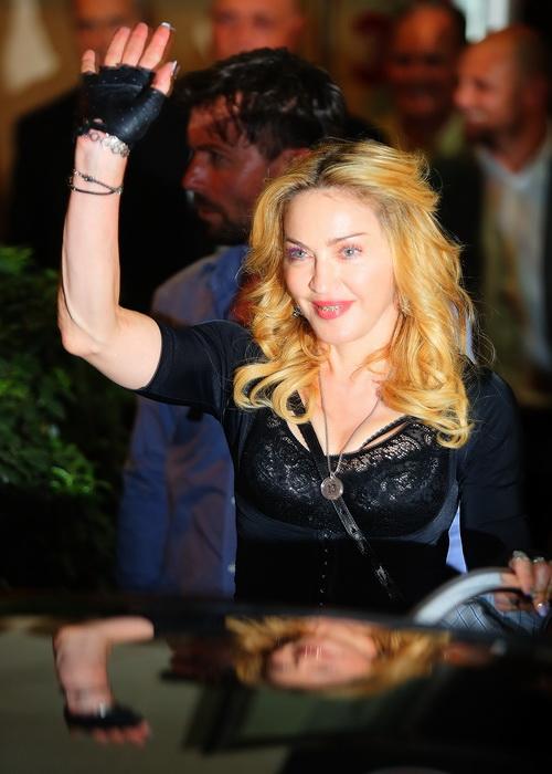 Мадонна посетила свой собственный фитнес-клуб «Карамель» (Hard Candy) в Риме, Италия, 21 августа 2013 года. Фото: Ernesto Ruscio/Getty Images