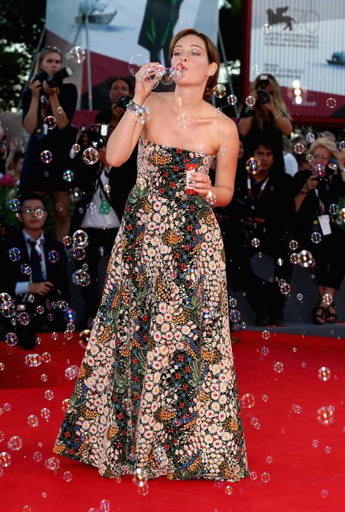 Актриса Кристиана Капотонди прибыла на премьеру фантастического фильма «Теорема Зеро» (The Zero Theorem) режиссёра Терри Гиллиама, проходившего во дворце кино Palazzo del Cinema 2 сентября 2013 года на острове Ладо, Италия. Фото: Andreas Rentz/Getty Images