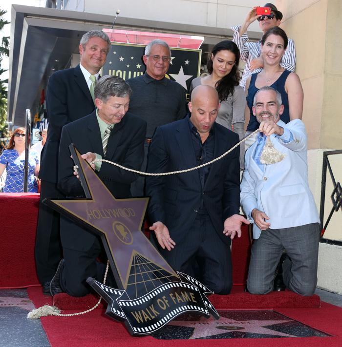 Торжественная церемония открытия звезды Вина Дизеля на Аллее славы 26 августа 2013 года в Голливуде, штат Калифорния (США).  Фото: Frederick M. Brown/Getty Images