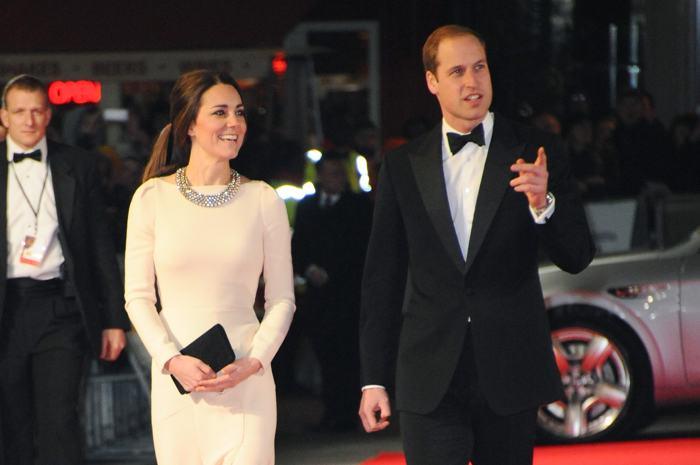 Принц Уильям с герцогиней Кембриджской на лондонской премьере фильма о жизни Нельсона Манделы «Долгая дорога к свободе» 5 декабря 2013 года. Фото: Anthony Harvey/Getty Images