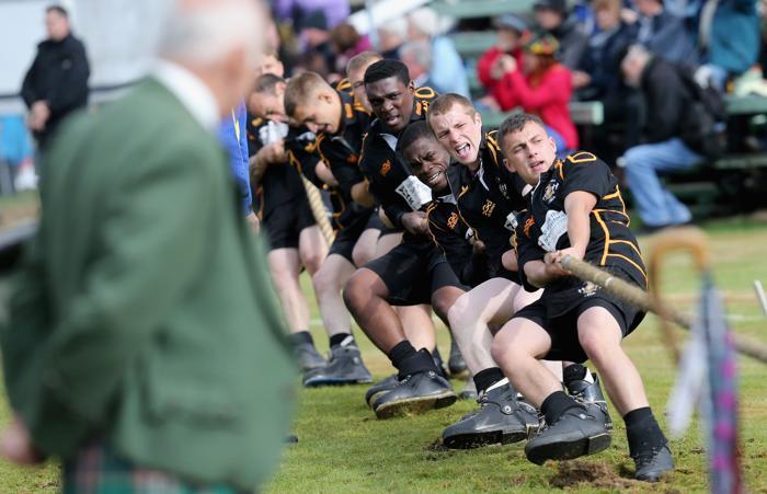 Перетягивание каната на традиционных играх горцев в Бремаре (Шотландия) 7 сентября 2013 года. Фото: Chris Jackson/Getty Images