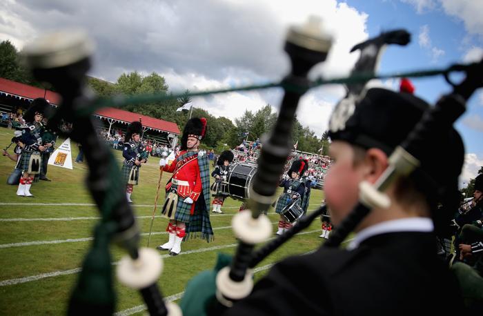 Исполнение оркестра на играх горцев в Бремаре (Шотландия) 7 сентября 2013 года. Фото: Chris Jackson/Getty Images