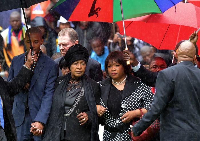 Семья Нельсона Манделы на официальной панихиде по Нельсону Манделе в Йоханнесбурге 10 декабря. Фото: ALEXANDER JOE/AFP/Getty Images