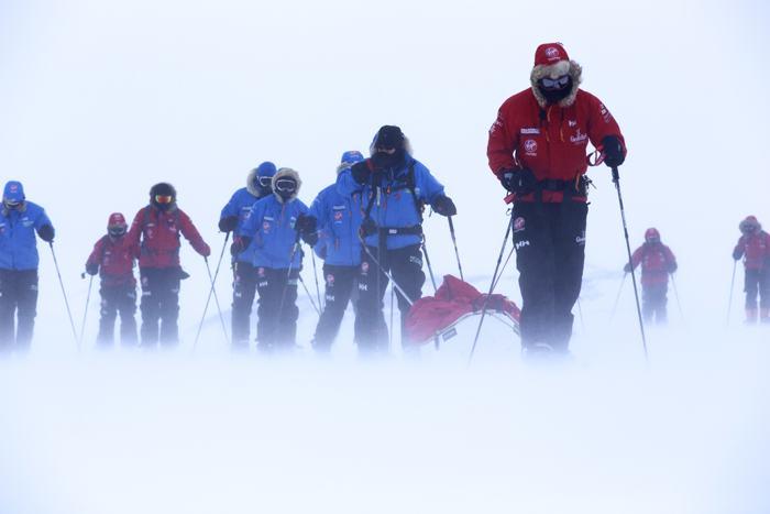 Принц Гарри с командой достиг Южного полюса 13 декабря 2013 года, завершив благотворительную экспедицию. Фото: WWTW via Getty Images