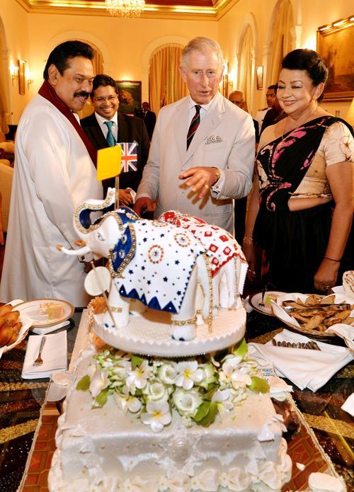 К дню рождению принца Чарльза в президентском дворце Шри-Ланки изготовили торт, увенчанный тремя слонами, 14 ноября 2013 года. Фото: John Stillwell - Pool/Getty Images