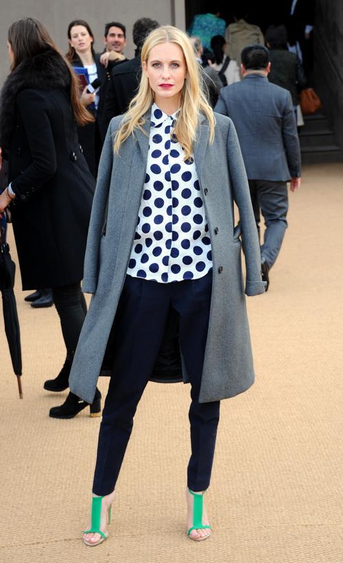 Поппи Делевинь прибыла на показ коллекции одежды классической британской марки Burberry Prorsum 17 февраля 2014 года на Неделе моды в Лондоне. Фото: Anthony Harvey/Getty Images