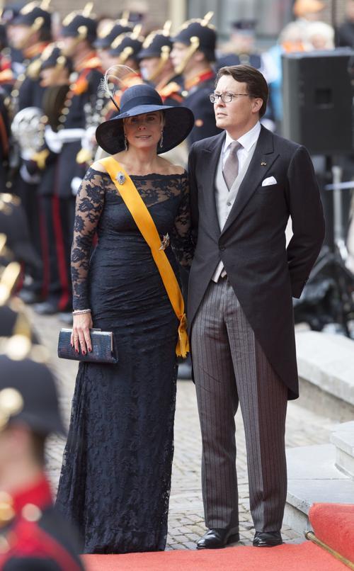 Принц Константин с супругой принцессой Лорентин на торжественном  мероприятии открытия сессии парламента 17 сентября 2013 года в Гааге. Фото: Michel Porro/Getty Images
