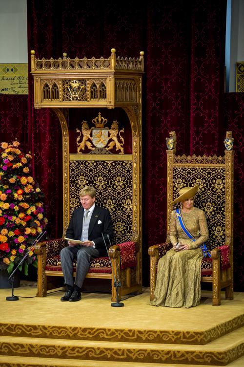 Король Нидерландов Виллем-Александр и королева Максима на торжественном  мероприятии открытия сессии парламента 17 сентября 2013 года в Гааге. Фото: Michel Porro/Getty Images