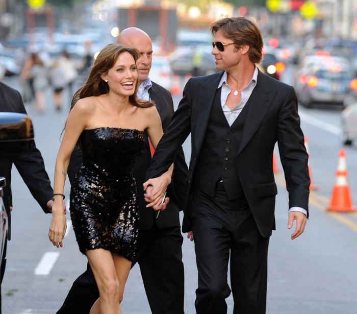 Анджелина Джоли и Брэд Питт 19 июля 2010 года. Фото: Kevin Winter/Getty Images