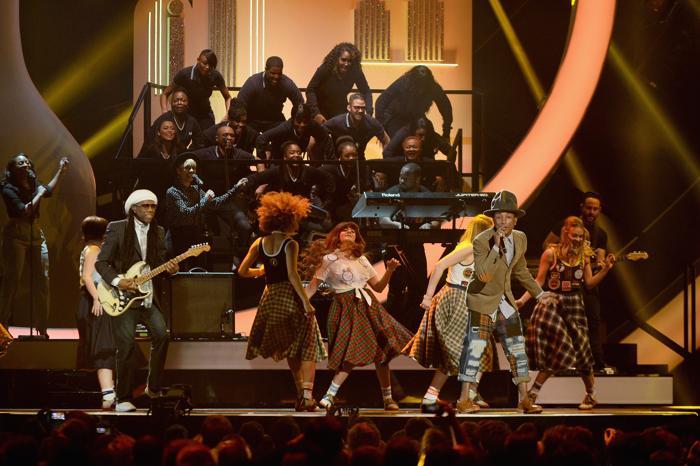 Нил Роджерс и Фаррелл Уильям выступили на церемонии вручения британской музыкальной премии Brit Awards 2014 в Лондоне.  Фото: Ian Gavan/Getty Images