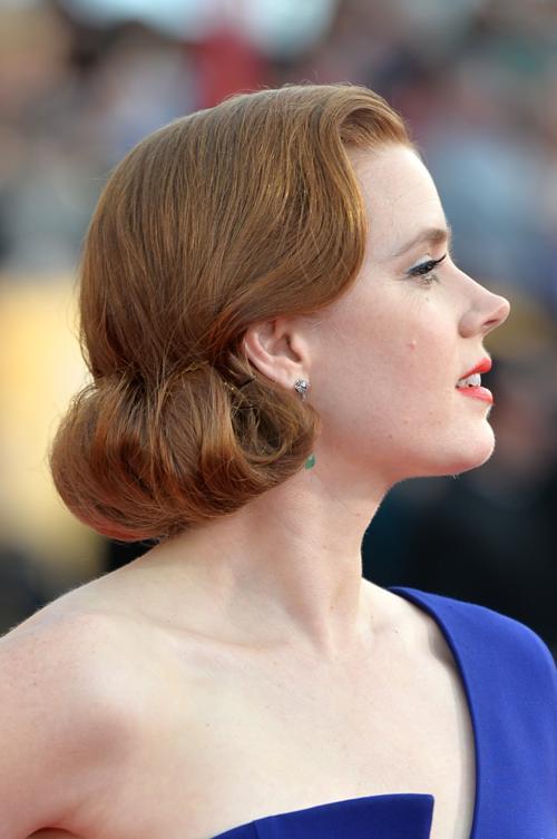 Эми Адамс продемонстрировала причёску во время церемонии вручения премии Гильдии киноактёров США 2014. Фото: Alberto E. Rodriguez/Getty Images