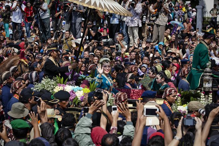 Свадьба четвёртой дочери султана Джокьякарты на острове Ява, 29-летней принцессы Густи Рату Кандженг Хаи (Gusti Ratu Kanjeng Hayu) и  работника ООН. Фото: Ulet Ifansasti / Getty Images
