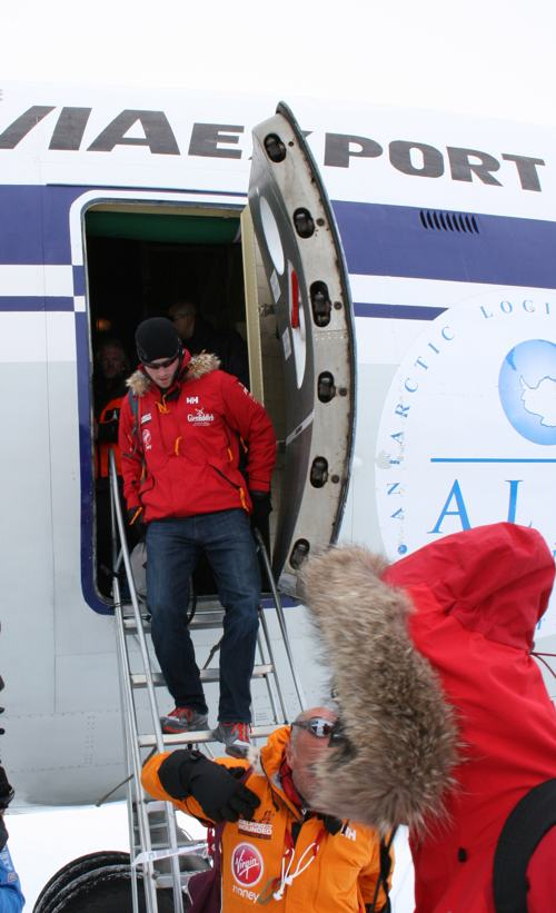 Английский принц Гарри прибыл 22 ноября 2013 года на базу «Ново» в Антарктиде в составе экспедиции на Южный полюс. Фото: WWTW via Getty Images
