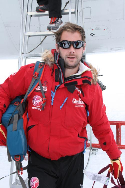 Гай Дисней 22 ноября 2013 года на базу «Ново» в Антарктиде вместе с группой экспедиции на Южный полюс. Фото: WWTW via Getty Images