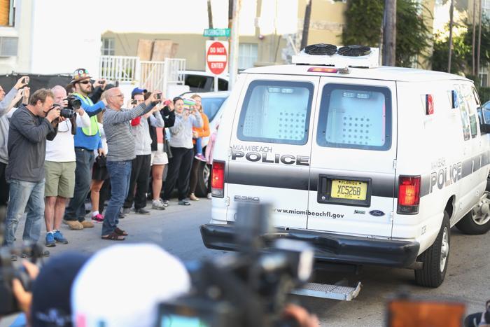 Джастин Бибер попал в полицейский участок 23 января 2014 года в Майями-Бич. Фото: Joe Raedle/Getty Images