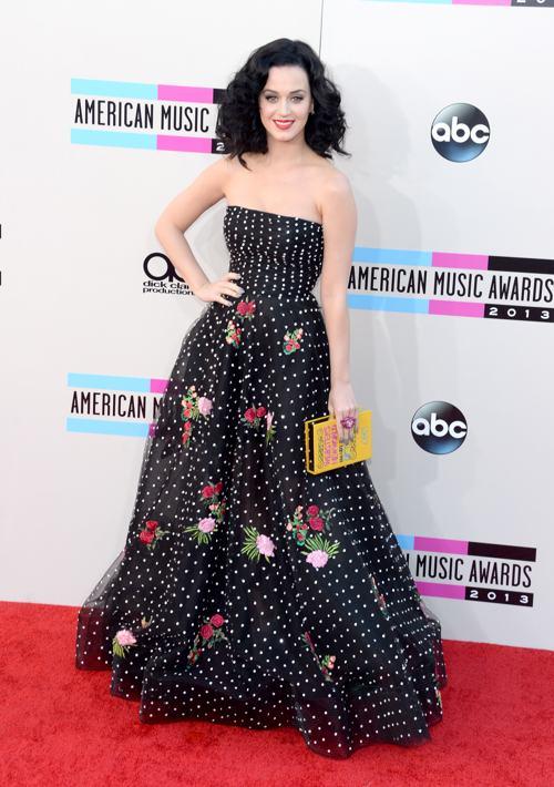 Певица Кэти Перри прибыла 24 ноября 2013 года на вручение престижной американской премии в области музыки American Music Awards в Лос-Анджелесе. Фото: Jason Kempin/Getty Images