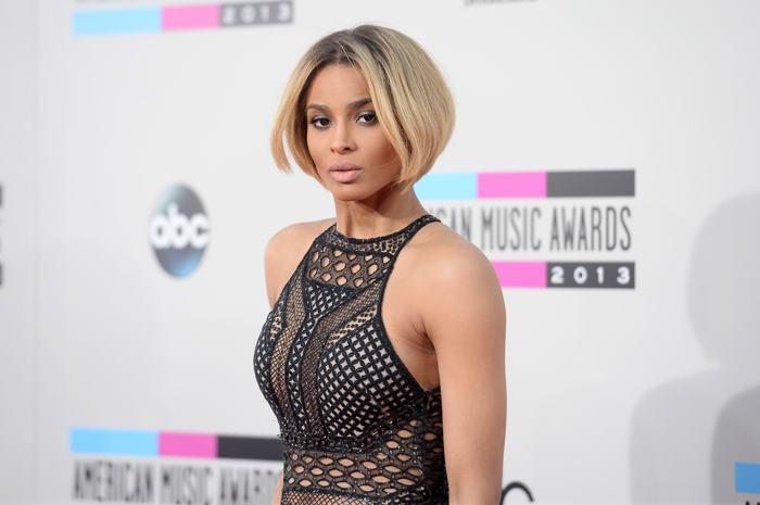 Певица Сиара прибыла 24 ноября 2013 года на вручение престижной американской премии в области музыки American Music Awards в Лос-Анджелесе. Фото: Jason Merritt/Getty Images
