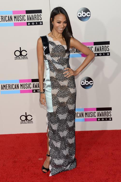 Актриса Зои Салдана прибыла 24 ноября 2013 года на вручение престижной американской премии в области музыки American Music Awards в Лос-Анджелесе. Фото: Jason Kempin/Getty Images