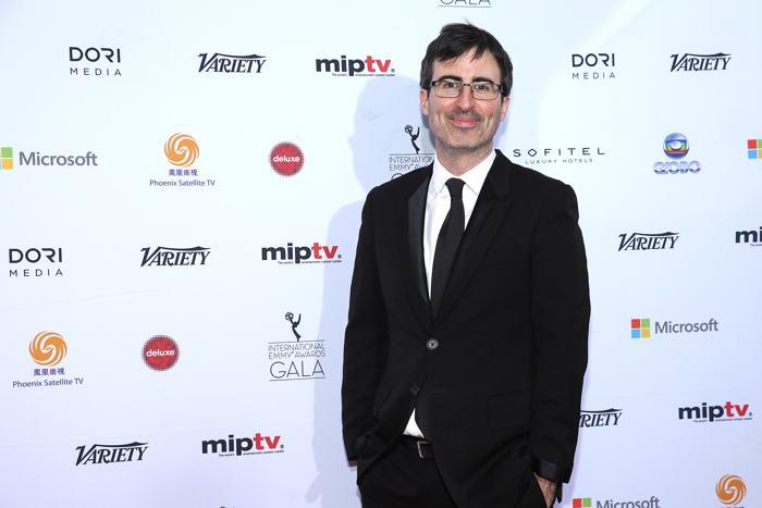 Джон Оливер посетил вручение международной премии Эмми (International Emmy Awards) 25 ноября 2013 года в Нью-Йорке. Фото: Neilson Barnard/Getty Images