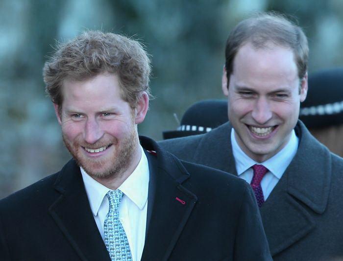Британские принцы Уильям и Гарри посетили Сандрингем 25 декабря 2013 года. Фото: Chris Jackson / Getty Images