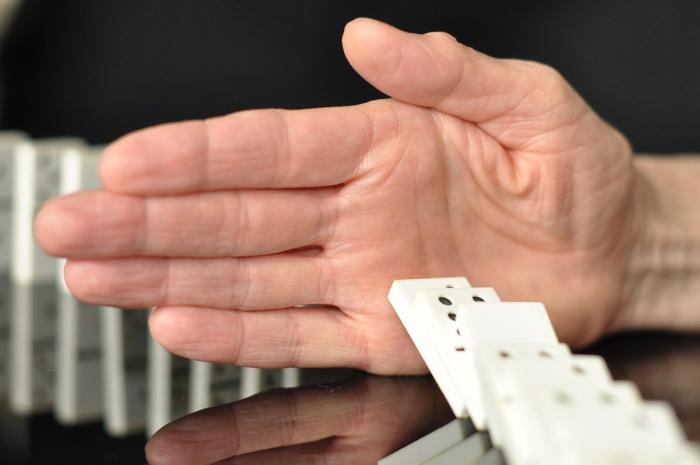 За нарушителей запрета на азартные игры взялись глобально: одной из первых поймали женщину, игравшую в лото с соседками