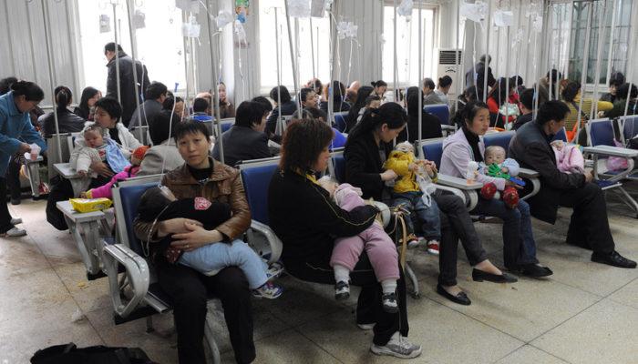 Китайские врачи ради выгоды злоупотребляют капельницами