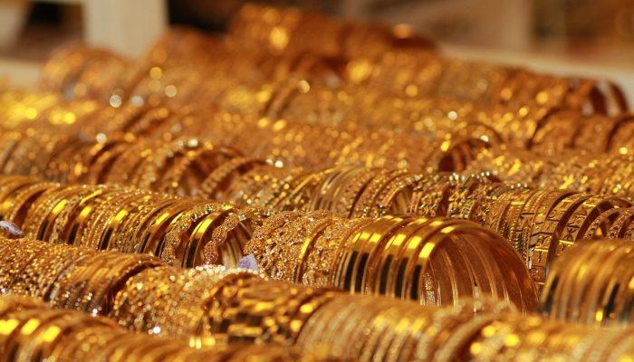Цены на золото падают, но золото дорожает