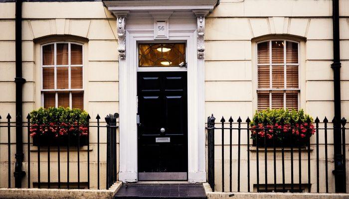 Входные двери и замковые механизмы для них