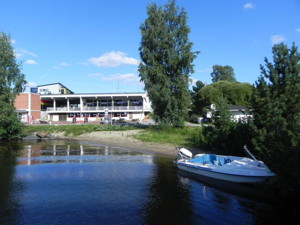 Многие современные постройки в Финляндии выполнены в добротном монументальном стиле. Фото: Лариса Кононова/Великая Эпоха (The Epoch Times)