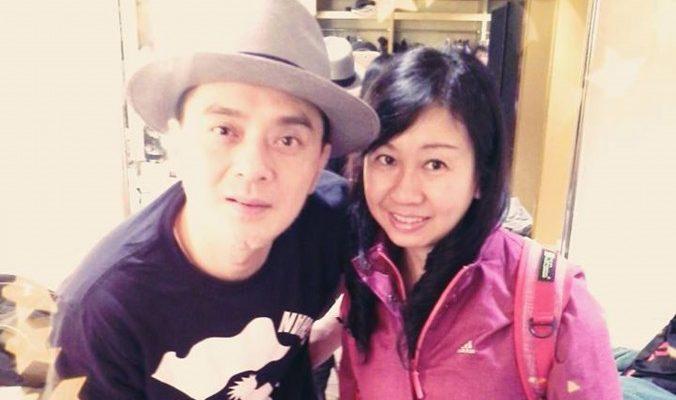 Известный певец поддержал двух гонконгских правозащитниц