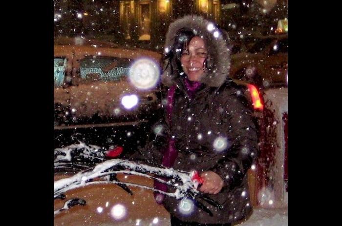 Орбы вокруг фото женщины, 2009 г. Фото: Joanne