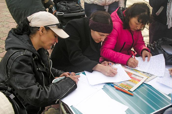 В Хакасии идёт сбор подписей за ужесточение наказания  для водителей ̶ виновников ДТП. Фото: Юлия Князева/ Великая Эпоха