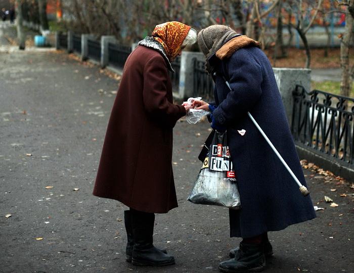 Размер пенсии инвалидам и ветеранам увеличится. Фото: Harry Engels/Getty Images