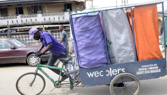 В Нигерии нашли способ борьбы с мусором