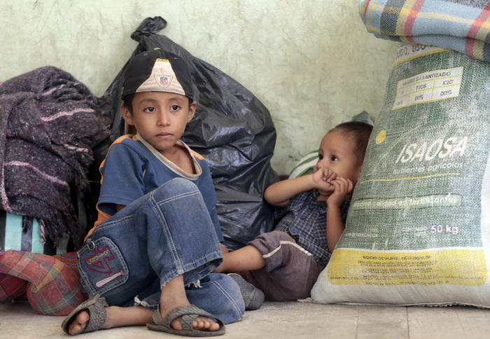 В Мексике спасены брошенные торговцами несовершеннолетние дети. Фото: Pedro PARDO/AFP/Getty Images