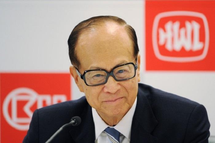 Миллиардер Ли Ка-шин на отчётном мероприятии компании Hutchison Whampoa в Гонконге 29 марта 2011 года. Ли продал все свои крупные объекты недвижимости в Китае. Фото: Ed Jones/AFP/Getty Images