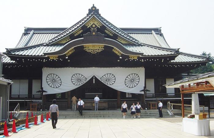 Большая группа японских политиков посетила храм Ясукуни
