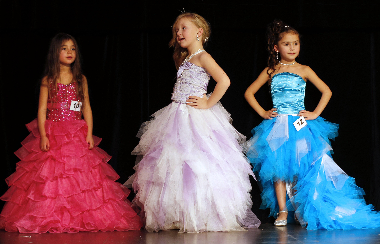 Губернатор Санкт-Петербурга разрешил проведение детских конкурсов красоты. Фото: FRANCOIS GUILLOT/AFP/Getty Images