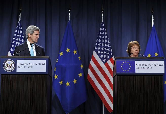 Госсекретарь США Джон Керри и Верховный представитель Евросоюза по иностранным делам и политике безопасности Кэтрин Эштон на четырёхсторонней встрече «Россия - США - ЕС - Украина», Женева, 17 апреля, 2014 год. Фото: Harold Cunningham/Getty Images