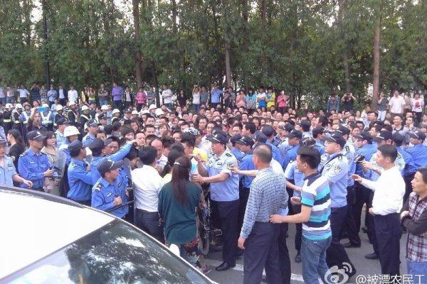 Продолжается забастовка работников обувных фабрик на юге Китая
