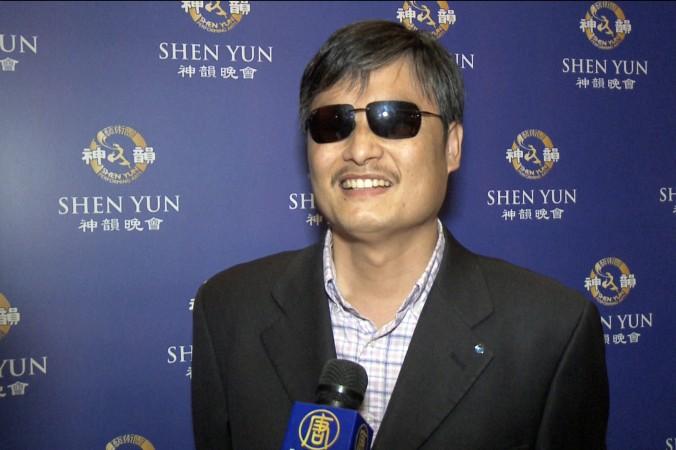 Известный китайский активист-правозащитник Чэнь Гуанчэн посетил представление Shen Yun Performing Arts в Центре исполнительных искусств в Нью-Джерси 11 апреля. Фото: NTD Television