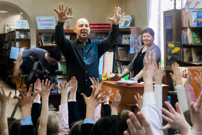 Валентин Постников встретился с маленькими иркутянами. Фото: Оксана Торбеева/Великая Эпоха