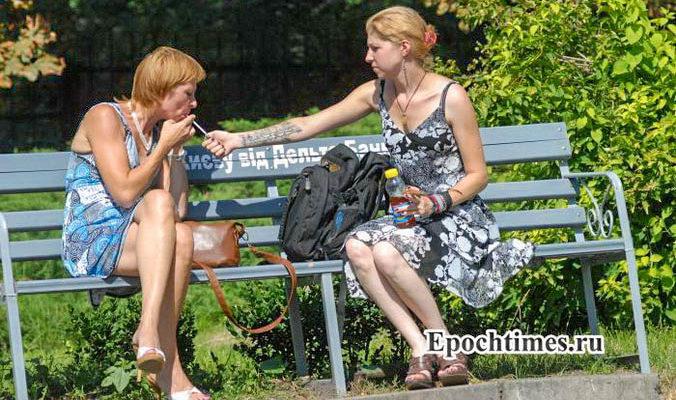 Курящие женщины склонны употреблять вредную пищу