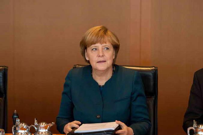 Канцлер Германии Ангела Меркель заморозила сделку по продаже России спутниковых технологий. Фото: JOHANNES EISELE/AFP/Getty Images