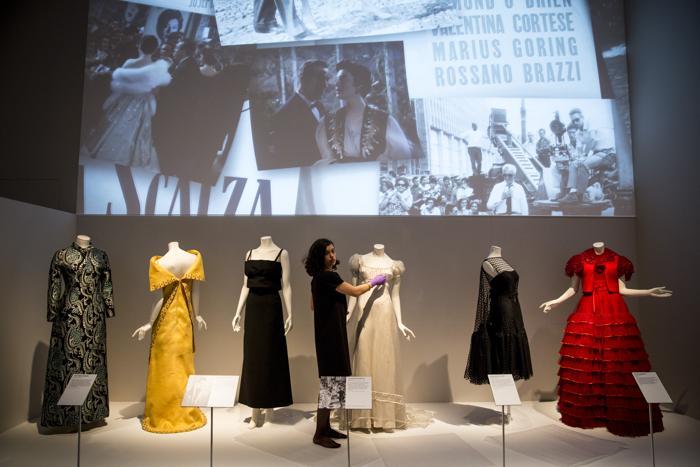 На выставке «Роскошь итальянской моды 1945-2014» в музее Виктории и Альберта Лондона 1 апреля 2014 года. Фото: Rob Stothard/Getty Images