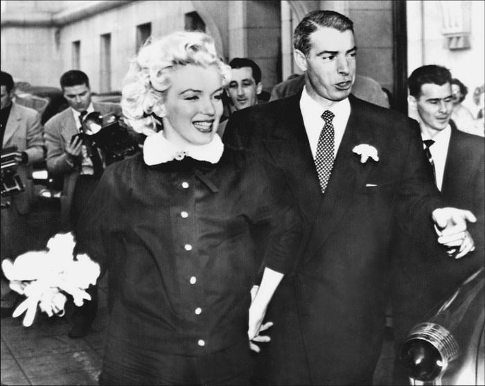 Мэрилин Монро и её второй муж американский бейсболист Джо Ди Маджо, 1 апреля 1954 г.  Фото: STF/AFP/Getty Images