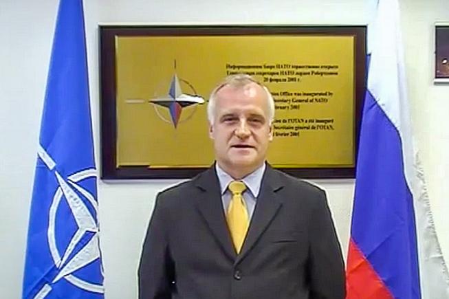 Директор Информационного бюро НАТО в Москве Роберт Пшель. Фото: скан с YouTube