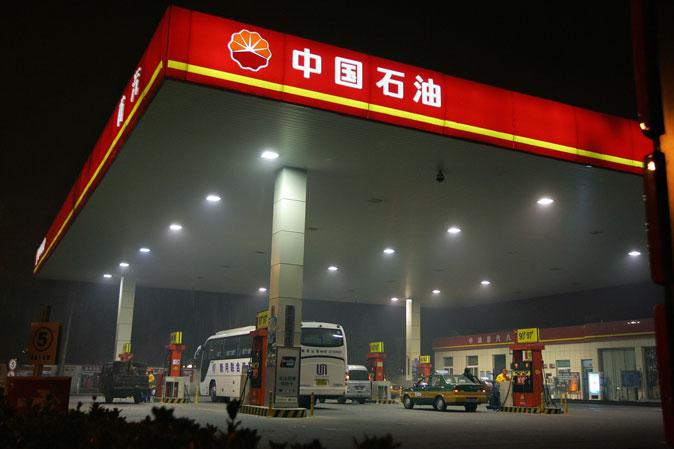 АЗС PetroChina в Пекине, 5 ноября 2007 года. Фото: Frederic J. Brown/AFP/Getty Images