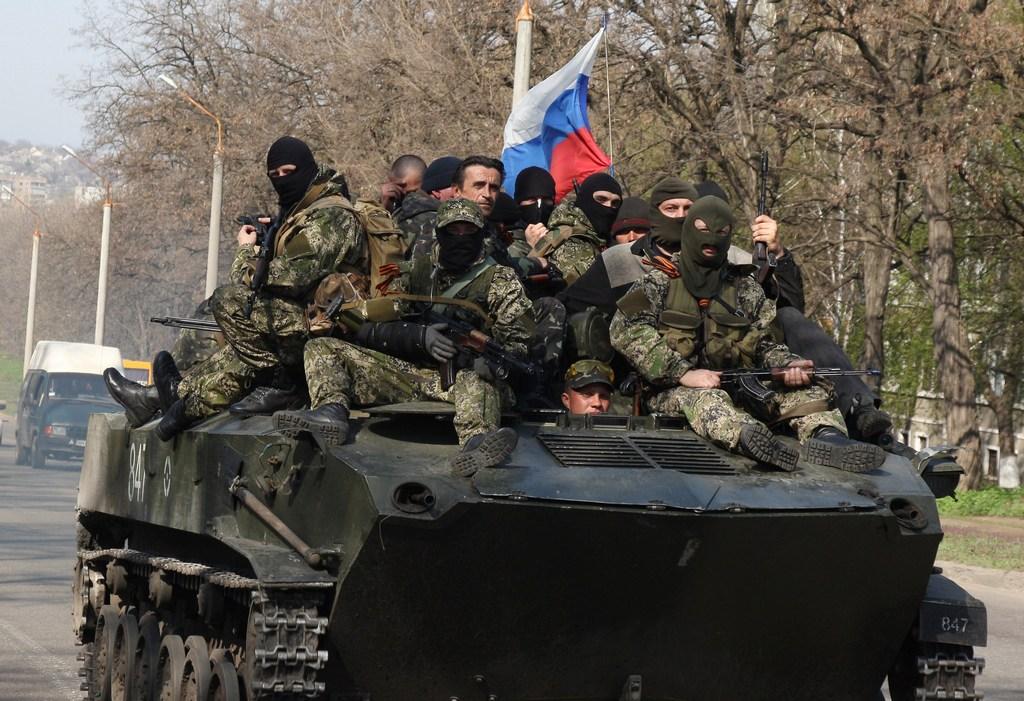 Вооружённые люди в камуфляжной форме в городе Краматорске, 16 апреля, 2014 год. Фото: ANATOLIY STEPANOV/AFP/Getty Images