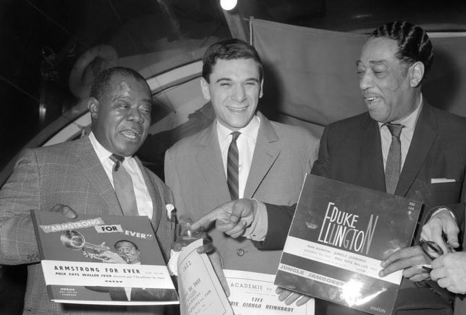 Американский джазовый трубач Луи Армстронг (слева) и Дюк Эллингтон (справа). 20 декабря 1960 г., Париж. Фото: STF/AFP/Getty Images